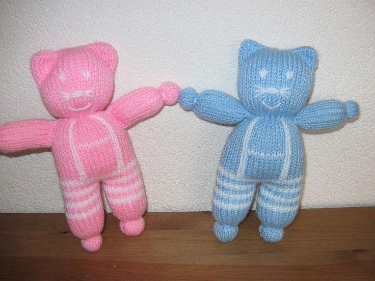 Gebreide poesjes roze en blauw | Knuffels-breien-en-haken.jouwweb.nl