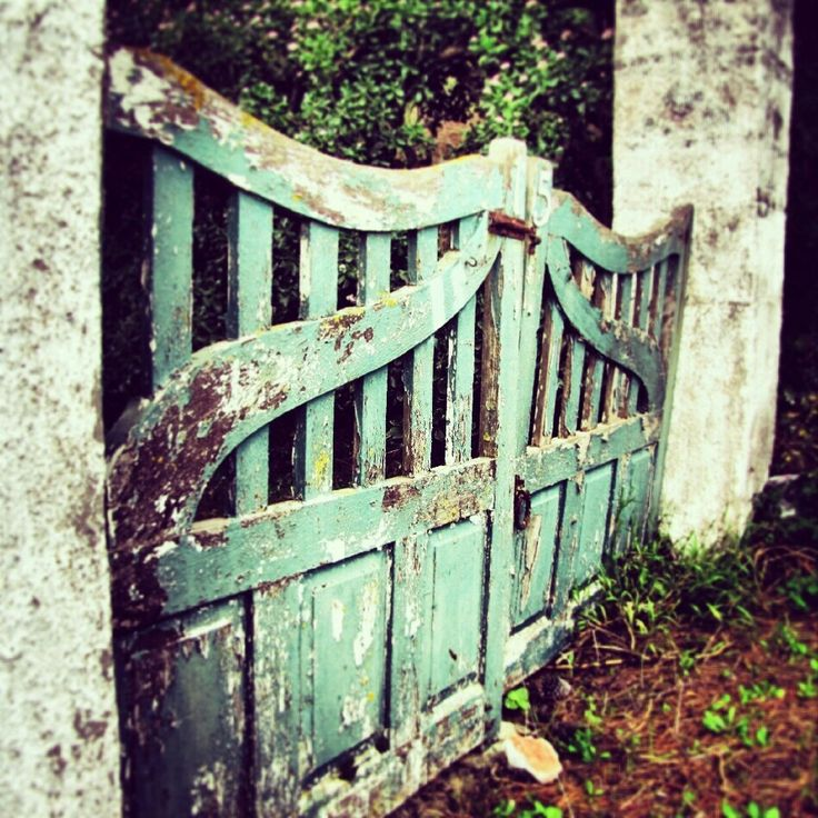 Love this gate, old and rustic