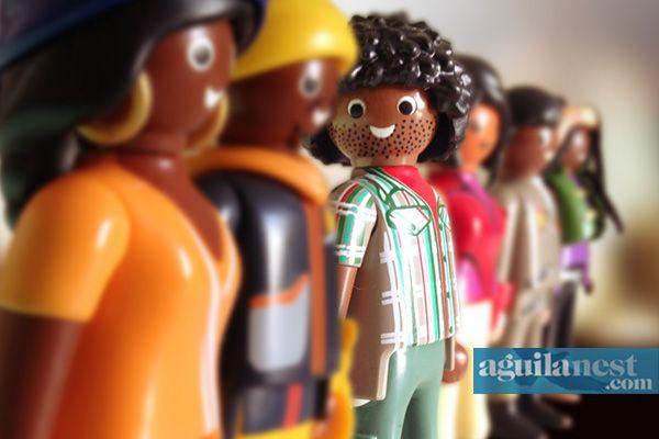 20/11 - Dia da Consciência Negra no Brasil Somos todos iguais. Nov20th - Black Awareness Day in Brazil We are all equal. #playmobil #clicks #toys #iloveplaymo #playbrasilmobil #playmo #plasticculture #toyphotography #toycrewbuddies #toyart #instatoys #againstracism #consciencianegra #blackandbeautiful #blackawarenessday #customized #brasil #aguilanest #プレイモービル