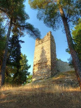 Βυζαντινό Κάστρο | Κάστρα | Πολιτισμός | Ν. Κοζάνης | Περιοχές | WonderGreece.gr