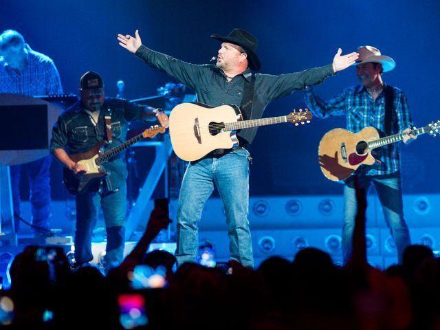 PHOTOS- Garth Brooks Concert