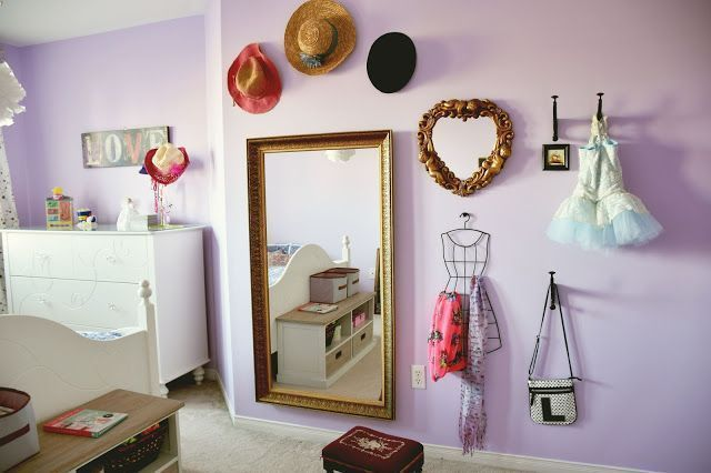 Girls bedroom DIY mirror and accessory wall - makes use of vertical space   #idea #decor #organize #organization #design