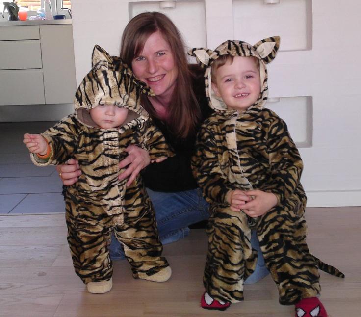 Fastelavn 2011 med to hjemmelavede tigerunger