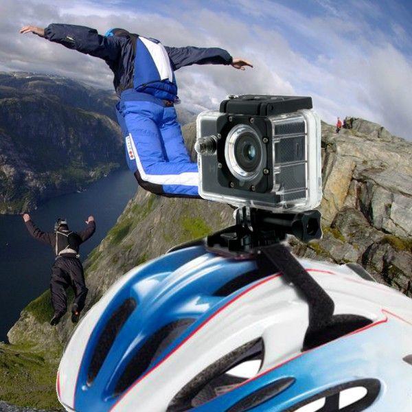 Embarquez cette caméra de sport HD avec vous et gravez vos souvenirs à l'aide des films réalisés avec. Fixée sur le guidon de votre vélo, sur votre casque, sur votre sac à dos, avec sa résolution de 720 P et son grand angle de 120°, à vous le plaisir de l'image en mouvement ! #sport #camera #hd