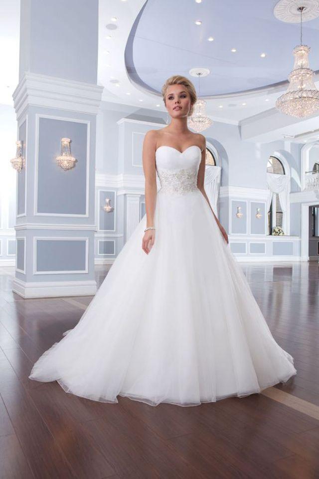Suknia ślubna Lillian West 6303 2016