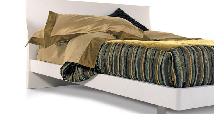 Trapunte Etnico  Lato A: Tessuto velluto in seta Lato B: Tessuto seta shantung righe ciniglia  Bordi: Tessuto seta shantung righe ciniglia  Dimensioni: cm. 150x170 - cm. 220x240