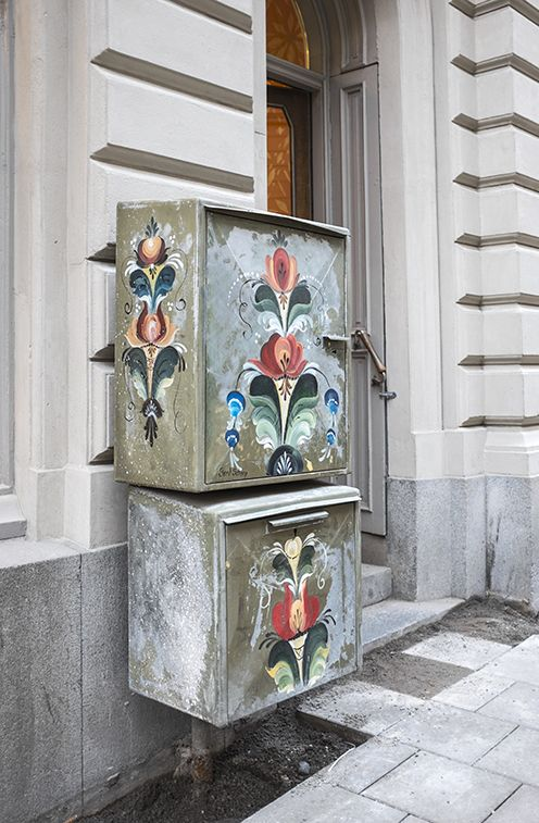 Street electrical cabinet with Kurbits
