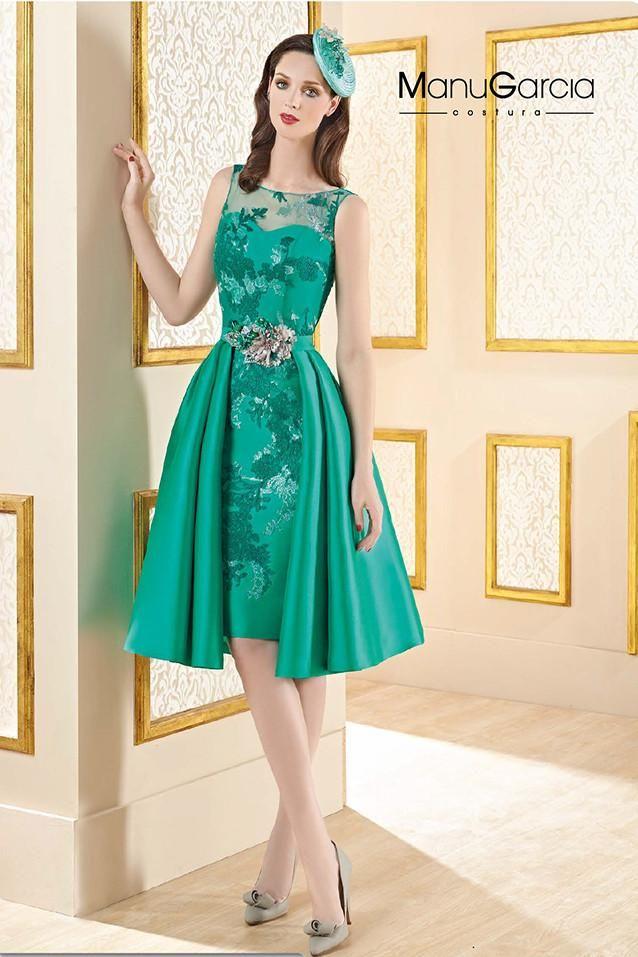 Consultar precio o pedir una cita Vestido recto cortorealizado en chantilly con sobre falda en mikado,color verde esmeralda Colecciónde Higar Fiesta.