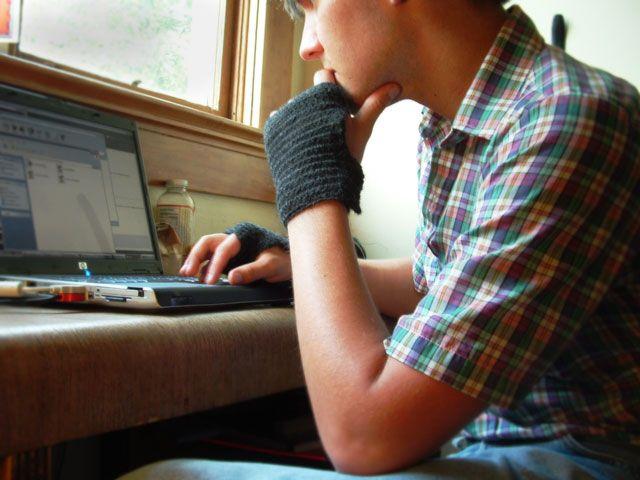 unisex fingerless gloves pattern - cann crochet