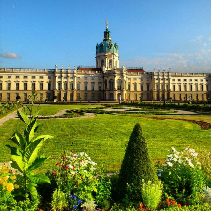 Schloss Charlottenburg Subway: Richard-Wagner-Platz, Sophie-Charlotte-Platz Bus: M45, 109, 309 http://www.lonelyplanet.com/germany/berlin/sights/castles-palaces-mansions/schloss-charlottenburg