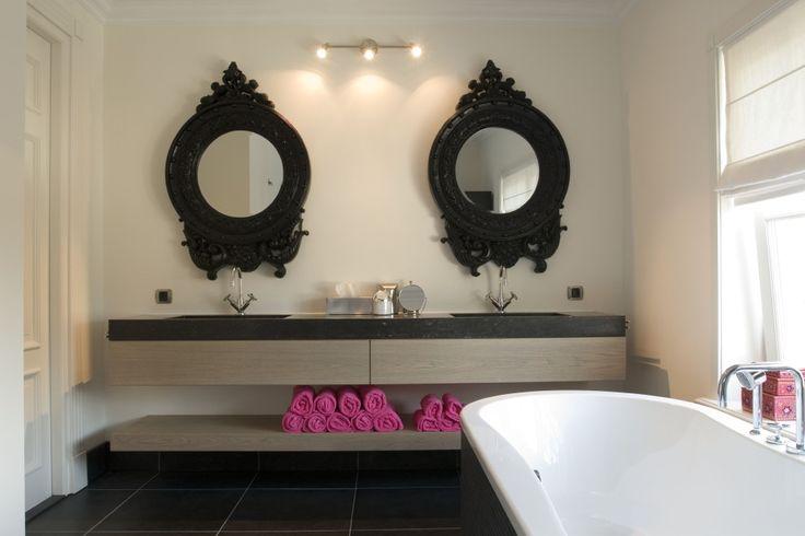 25 beste idee n over onder wastafels op pinterest onder spoelbakken badkamer wastafel opslag - Muur plank onder tv ...