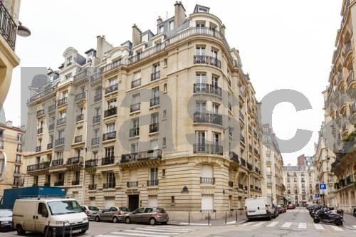 Javel Paris Situated in Paris, this apartment features a balcony. The apartment is 900 metres from Paris Expo - Porte de Versailles. There is a dining area and a kitchen equipped with oven. A flat-screen TV is offered.