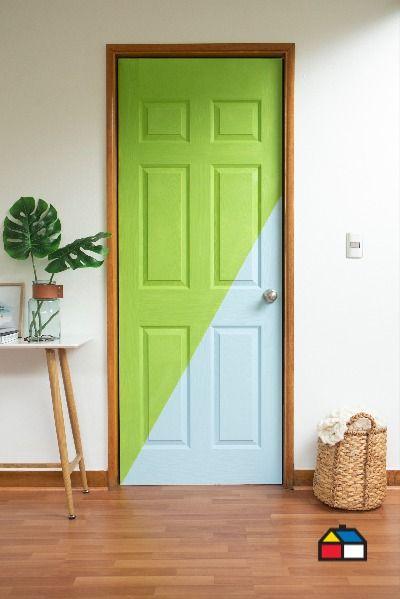 Cuando pensamos en decorar, la puerta no es un objeto que tengamos presente. ¿Qué tal si le das estilo pintándola con tus colores favoritos? Animate y probá nuevas formas de reinventar tus espacios. Descubrí las Pinturas Kölor y elegí entre más de 1.500 colores. Encontralas en nuestros locales y en Sodimac.com.ar Diy Room Decor, Home Decor, Mirror, Furniture, Ideas, Gardens, Gift, Home, Paint Wall Design