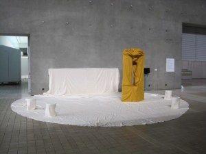 「朝鮮人強制連行追悼碑」の撤去は「作品の抑圧」 評論家たちが美術館に抗議