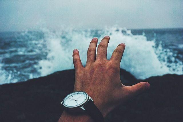 Jak opanować drżenie rąk? Zobacz więcej na http://www.sposobnawszystko.pl/jak-opanowac-drzenie-rak/