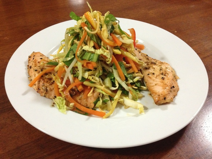 Asian Style Salad served with Crispy Noodle & Salmon