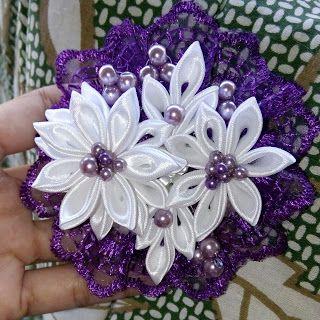 Princezz flower handmade: Purple pearly brooch