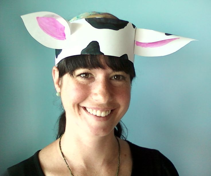 """The cows on the farm say, """"Moo, moo, moo!""""   Easy cow (or other animal) craft."""