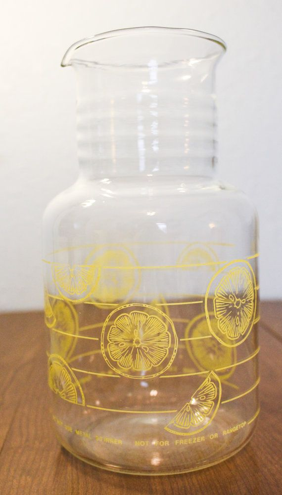 Vintage Pyrex Juice/ Lemonade Decanter in excellent condition with no scratches, cracks, or chips! Printed with lemon slices and graduated measurements. Pyrex glass, so heavy duty and durable   * 9.5 inches tall * 5 inches wide * 4 inch diameter at spout