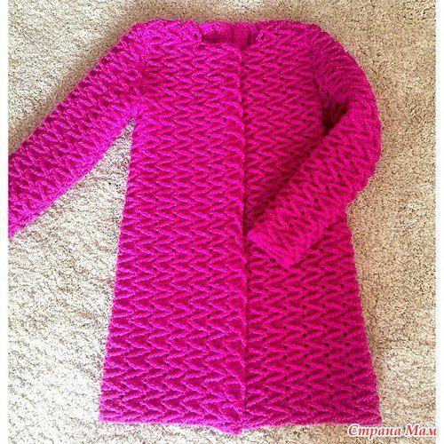 Наткнулась в интернете на очень интересное пальто крючком от Полины Крайновой. Так как со спицами не очень дружу оно меня заинтересовало. Давно хочу себе что то такое.