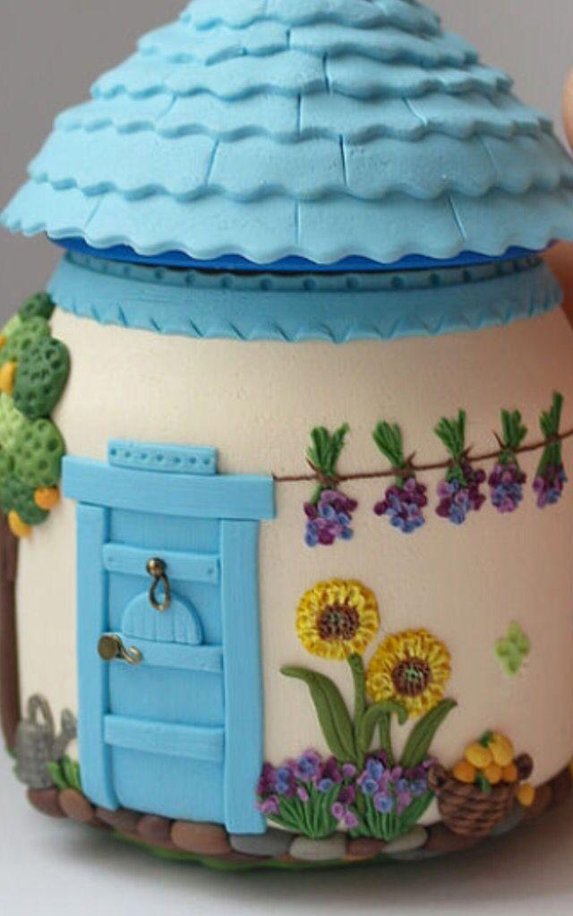 Polymer clay jar house - amazing details!! El patito de ducha de toda la vida, ¡ahora con #fondant para decorar nuestras #tartas y #pasteles!