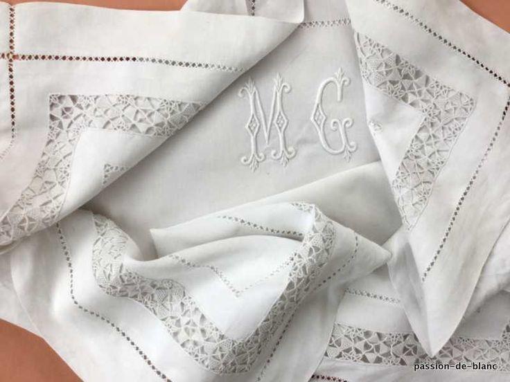La ropa vieja / bordado magnífico en una funda de almohada de lino fino con la aguja de bordado a mano y MG monograma