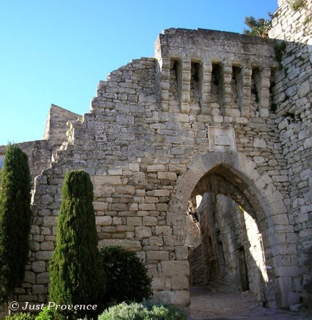 #Lacoste is a typical perched village for which Luberon is famous for, such as Oppede, Gordes, Menerbes, Roussillon and Oppèdes.