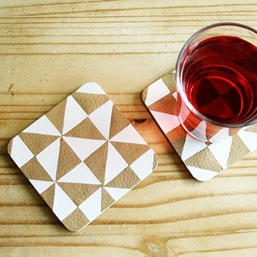 DIY - Faux leather triangle coasters | By Wilma