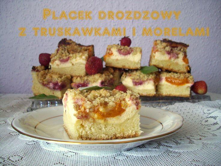 Placek drożdżowy z truskawkami i morelami PRZEPIS