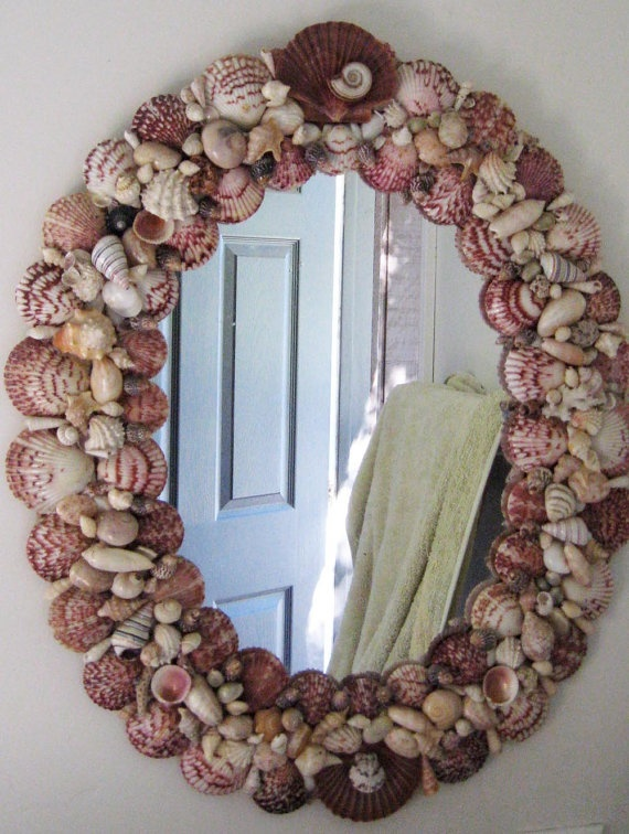 I would love to have enough sea shells to make a mirror like this...
