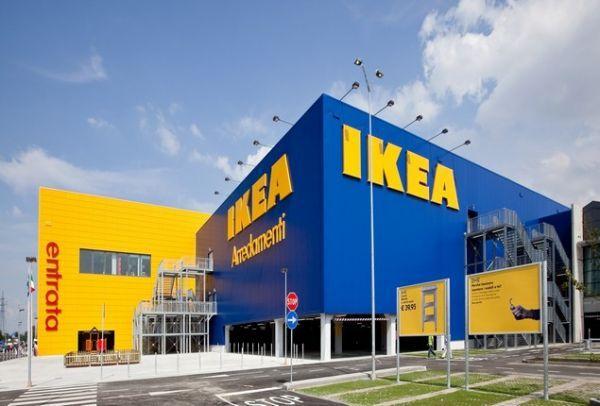 Το IKEA αφαίρεσε φωτογραφία παιδιού ύστερα από παράπονα πελάτη ότι θυμίζει τον Χίτλερ