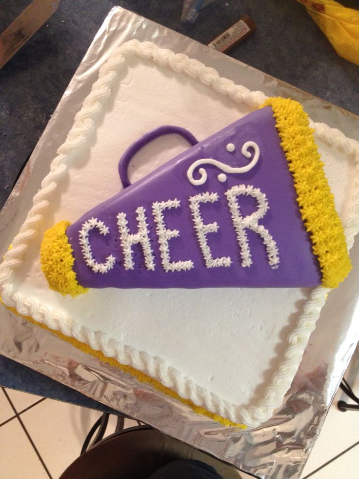 Holland cheerleading cake