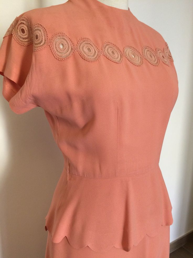 Un preferito personale dal mio negozio Etsy https://www.etsy.com/it/listing/277652664/vintage-peach-pink-1940s-dress-40s-rayon