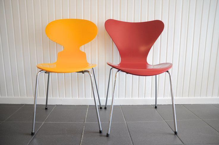 """""""3107"""" & """"3101"""" Stuhl von Arne Jacobsen für Fritz Hansen in rot & gelb lackiert"""