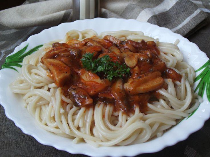 CAIETUL CU RETETE: Spaghete cu sos de ciuperci