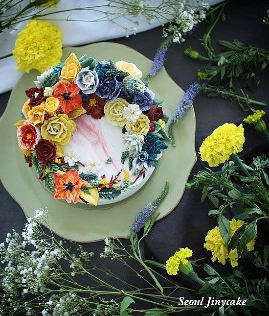 """좋아요 156개, 댓글 1개 - Instagram의 지니케이크 korea flower cake(@seoul_jinycake)님: """". 화사함 퇴근과 작업중 작업을택했던, . . ✔7월 정규반 수강모집중 . ✔원데이클래스 상시모집중 ✔케익주문가능 . Kakaotalk ID: Jinycake…"""""""