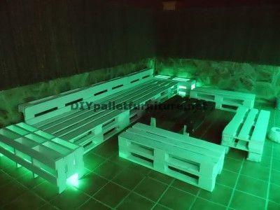 chillout canap s en terrasse et une table avec clairage. Black Bedroom Furniture Sets. Home Design Ideas