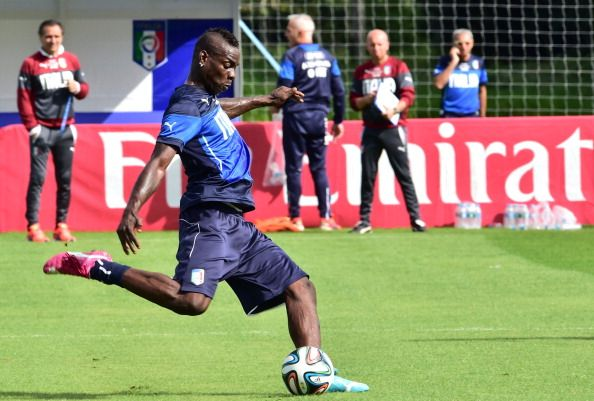 Italy's forward Mario Balotelli prepares to kick a ball during a training session at the Portobello Resort in Mangaratiba on June 11, 2014 ahead of the 2014 FIFA World Cup football tournament in Brazil. AFP PHOTO / GIUSEPPE CACACE (
