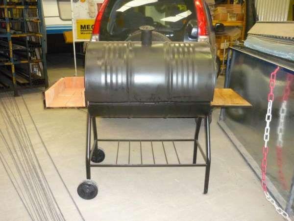 Asador/horno tipo&nbspchulengo(tambor)  - Parilla perfil ángulo y hierro liso  - Piso de bovedillas flotante (ladrillo)  - Fogonero de bovedillas (ladrillo)  - Ruedas de 150 Mm reforzadas  - Chasis de tubo doblado de diámetro 1.1/4  - Pintura negra