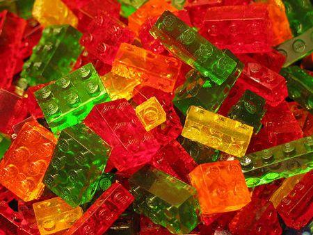 Aprenda a fazer gomas de gelatina em forma de blocos de brincar