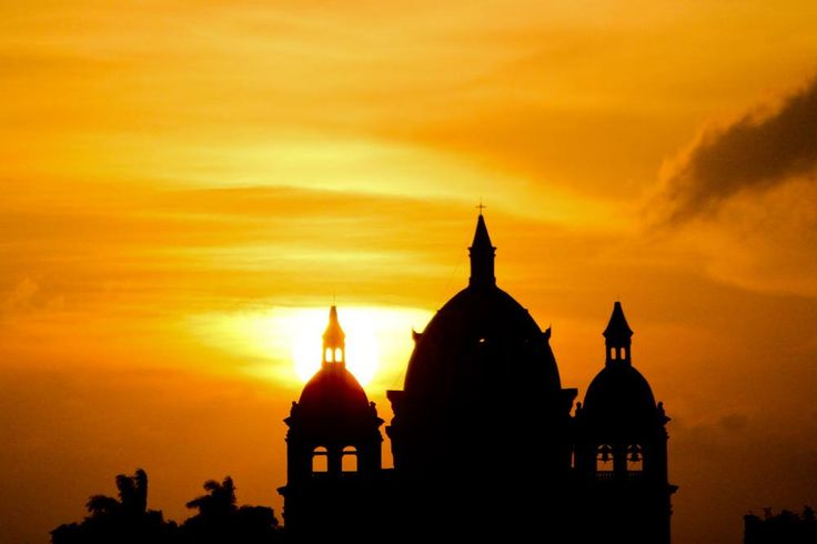 Winning sunsets. http://ticartagena.com/en/things-to-do/tours-experiences/snap-to-it-with-a-photo-tour-of-cartagena/
