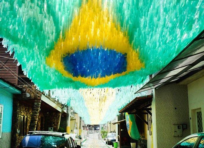 Rua-decorada-para-a-Copa-do-Mundo-de-2014-Rio-de-Janeiro http://www.aquioualgumlugar.com.br/?p=3030