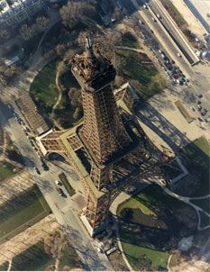 jolie vue !!! The Eiffel Tower seen from the sky