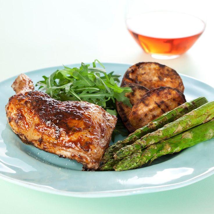 Grillet kylling med grønne asparges, rucola og kartofler