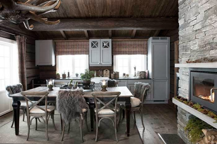 Yellow house on the beach: Rustic bedroom and a change