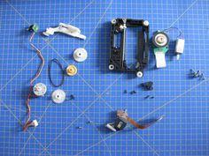 Proyectos DIY para reciclar un lector de CD/DVD http://www.ikkaro.com/proyectos-diy-reciclar-lector-cd-dvd/ #diy #reciclaje