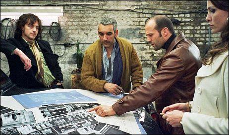Stephen Campbell Moore, Alki David, Jason Statham, Saffron Burrows • Angielska robota (2008) The Bank Job