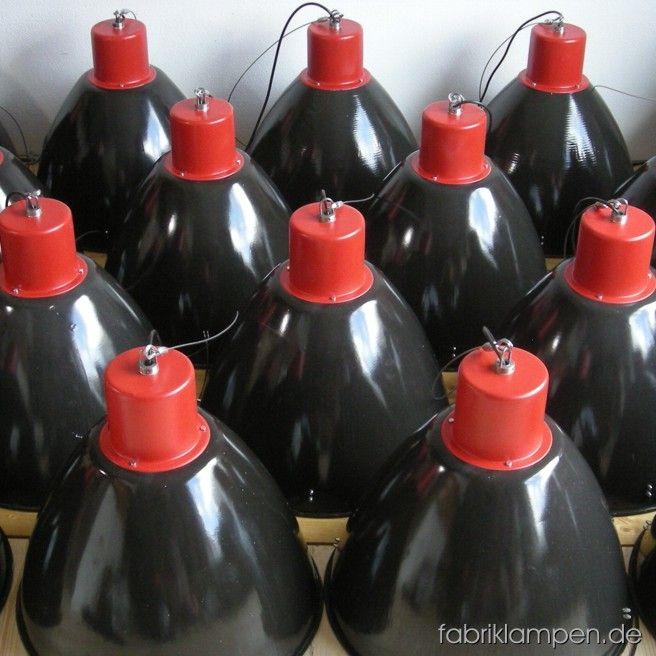 Schwarze Industrielampen Mit Roten Oberteilen Material Schwarz Emailliertes Blech Und Rot Bemaltes Oberteil