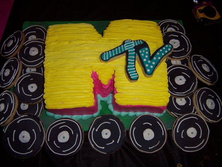 MTV Cake with record cookies!