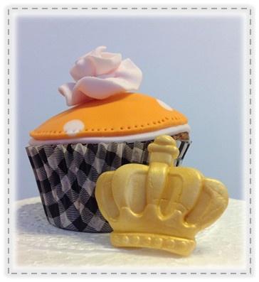 Beatrix neemt afstand van de Kroon...  Cupcake& Abdicatie...